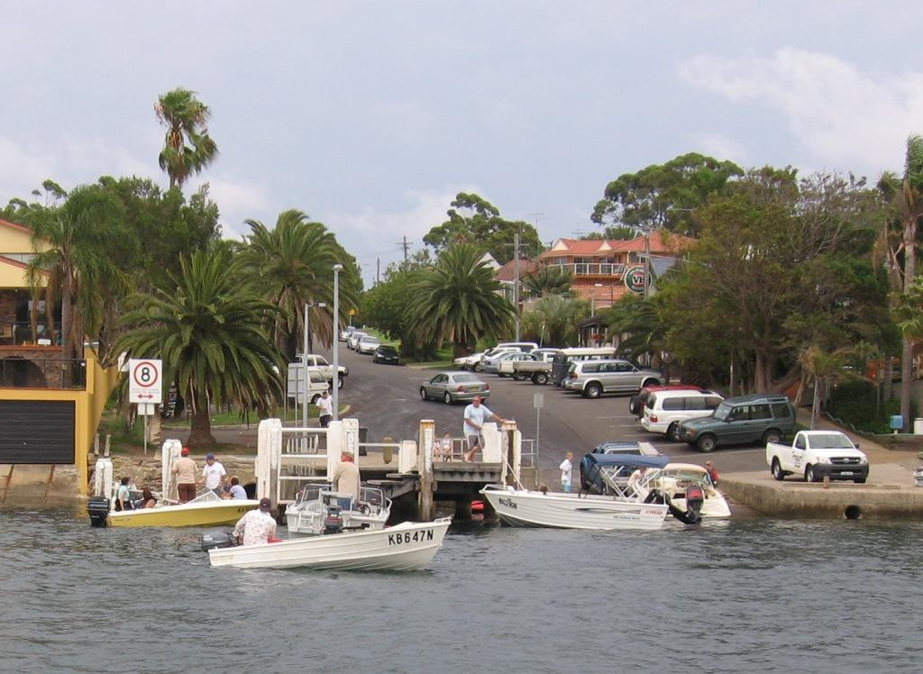 Now this is how it is not done. A two laned boat ramp being taken up by one boater while others wait © Gary Brown